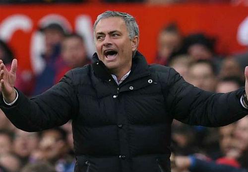 MU hòa Arsenal, lập 2 kỷ lục buồn, Mourinho đổ tại quá đen - 1