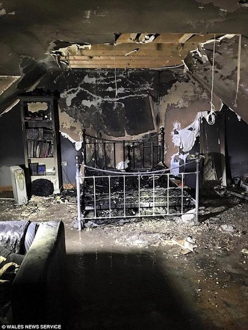 Sạc iPhone qua đêm, phòng ngủ thiếu nữ cháy tan hoang - 1