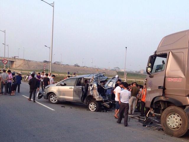 Xe container tông nát ô tô trên cao tốc, 4 người chết - 1