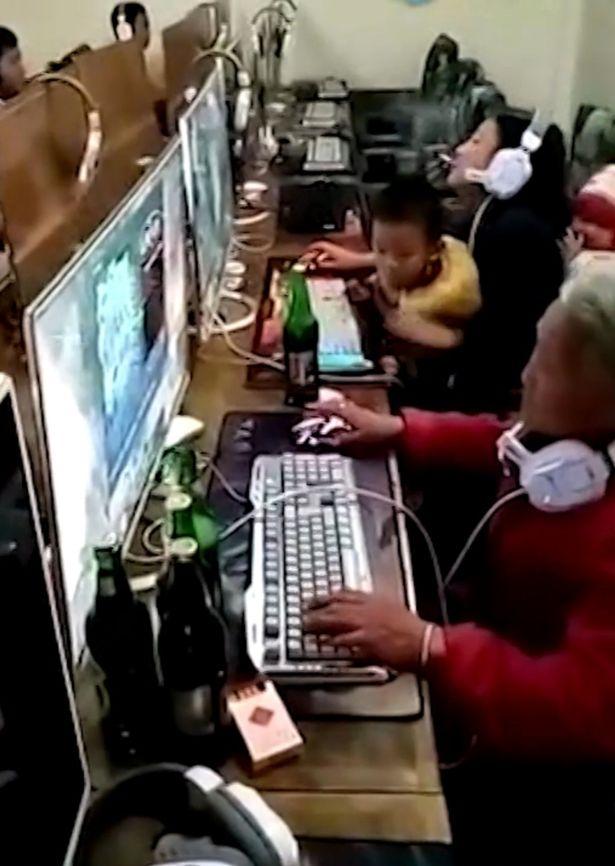 TQ: Bà cụ tóc bạc vừa uống bia, vừa chơi game trong quán net - 2