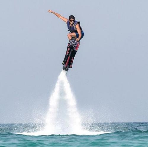Thú vui chơi xa xỉ của Thái tử đẹp trai nhất Dubai - 3