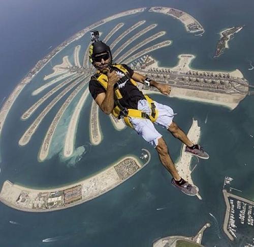 Thú vui chơi xa xỉ của Thái tử đẹp trai nhất Dubai - 4