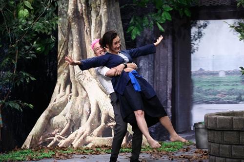 Hoài Linh nghẹn ngào xem Hồng Đào hóa người mẹ điên - 2