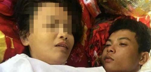 Sốc: Chàng trai Thái ôm thi thể bạn gái động phòng - 1