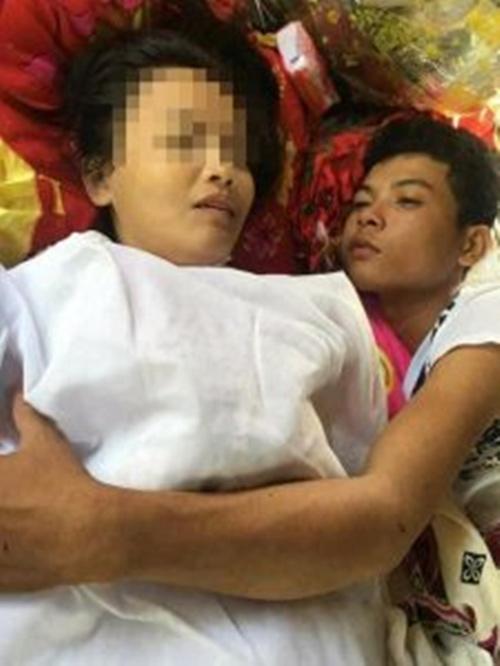 Sốc: Chàng trai Thái ôm thi thể bạn gái động phòng - 3