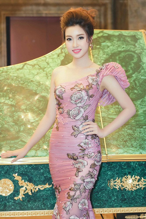 Mỹ Linh diện style gợi cảm, lấn át diva Hồng Nhung - 2