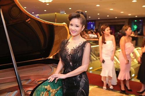 Mỹ Linh diện style gợi cảm, lấn át diva Hồng Nhung - 4
