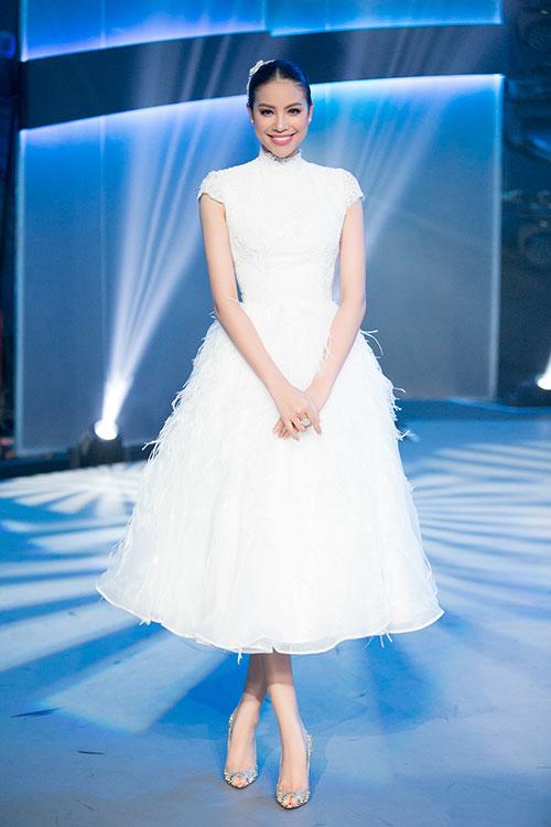 """Quỳnh Mai """"siêu vòng 3"""" bất ngờ lọt top mặc đẹp nhất - 2"""