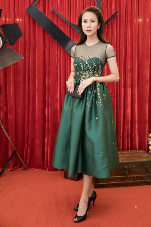 """Quỳnh Mai """"siêu vòng 3"""" bất ngờ lọt top mặc đẹp nhất - 10"""