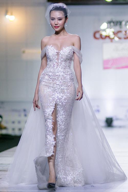 """Quỳnh Mai """"siêu vòng 3"""" bất ngờ lọt top mặc đẹp nhất - 12"""