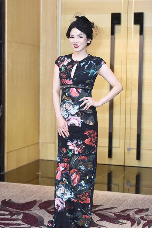 """Quỳnh Mai """"siêu vòng 3"""" bất ngờ lọt top mặc đẹp nhất - 13"""