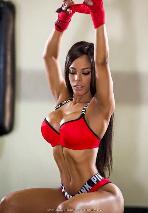 """""""Nữ hoàng phòng gym"""" gây sốc với múi cơ chắc hơn đàn ông - 9"""