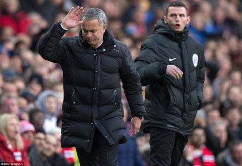 """MU dính đòn phút 89: """"Thuyết âm mưu"""" phản bội Mourinho - 2"""