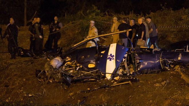 Brazil: Tội phạm bắn hạ trực thăng cảnh sát, 4 người chết - 1