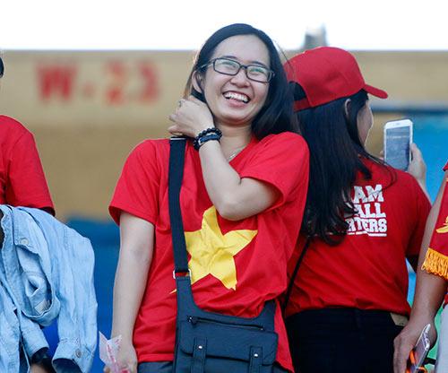 """Fan nữ Việt Nam & Myanmar """"đọ sắc"""" ở đại chiến AFF Cup - 4"""