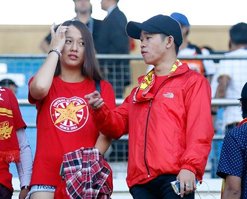"""Fan nữ Việt Nam & Myanmar """"đọ sắc"""" ở đại chiến AFF Cup - 7"""