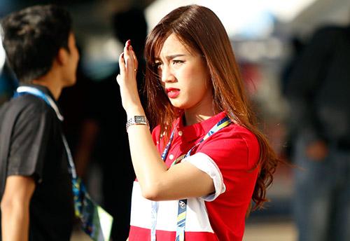 """Fan nữ Việt Nam & Myanmar """"đọ sắc"""" ở đại chiến AFF Cup - 10"""