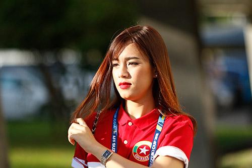 """Fan nữ Việt Nam & Myanmar """"đọ sắc"""" ở đại chiến AFF Cup - 12"""