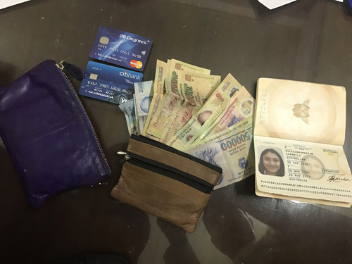 CSGT dùng võ quật ngã kẻ cướp giật ví của nữ du khách - 2