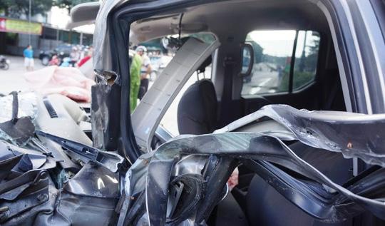 """Xe bán tải tông xe """"hổ vồ"""", 8 người thương vong - 3"""