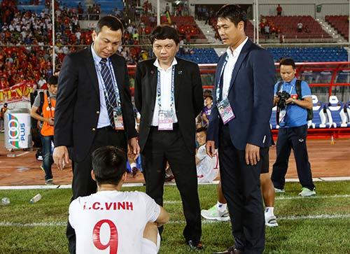 """ĐT Việt Nam: Hữu Thắng """"mắng"""" hàng thủ ngay trên sân - 11"""