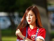 """Bóng đá - Fan nữ Việt Nam & Myanmar """"đọ sắc"""" ở đại chiến AFF Cup"""