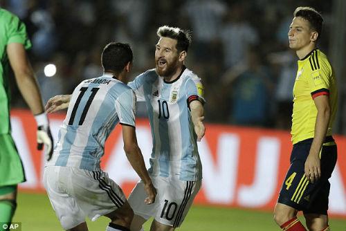 """Messi chỉ lợi dụng Man City để """"làm tiền"""" với Barca - 2"""