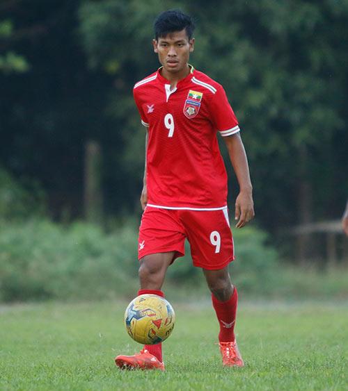 """""""Ronaldo Myanmar"""" vừa ghi bàn vừa đá xấu ĐT Việt Nam - 1"""