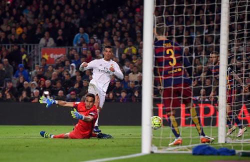 """Ronaldo vẫn là """"trùm"""" của các trận đấu lớn - 2"""
