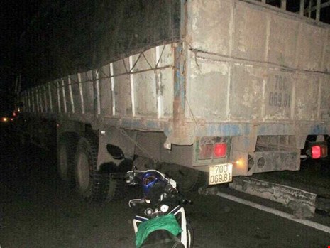Ô tô vi phạm bị tráo vỏ trong bãi giữ xe - 1