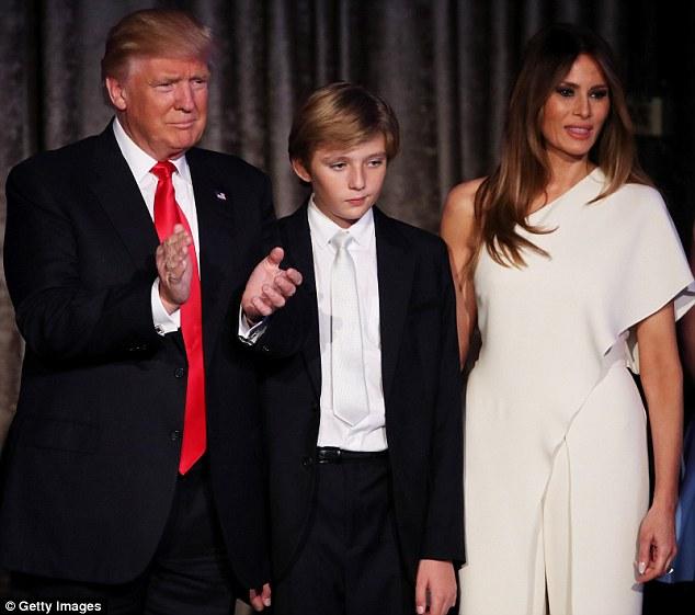 Vợ và con trai Trump sẽ không chuyển tới Nhà Trắng - 1