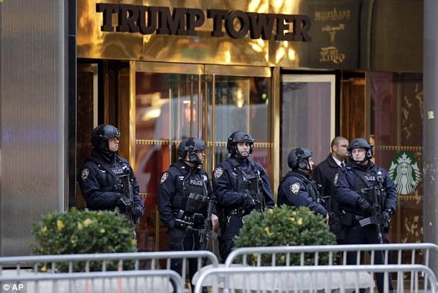 Vợ và con trai Trump sẽ không chuyển tới Nhà Trắng - 2