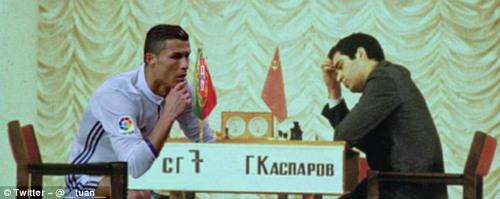 """Bị chê đồng tính, Ronaldo đáp trả """"OK nhưng tôi giàu"""" - 3"""
