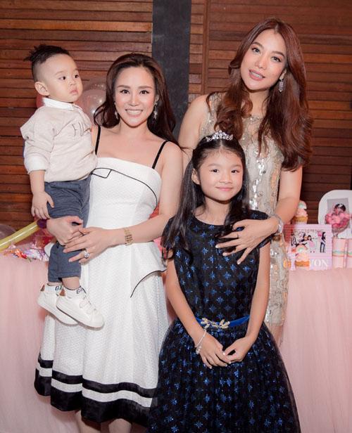 Con trai Vy Oanh hút mọi sự chú ý khi xuất hiện cùng mẹ - 7
