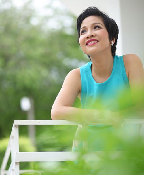 Lý Hùng, Hoa hậu Diễm Hương xúc động với những kỷ niệm về thầy cô - 1