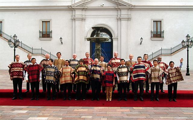 APEC 2016: Nguyên thủ mặc áo len cực hiếm trên thế giới - 5