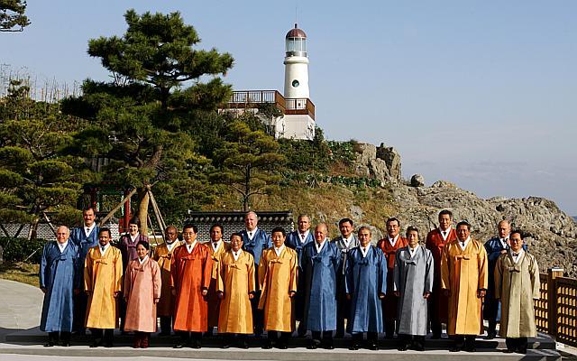 APEC 2016: Nguyên thủ mặc áo len cực hiếm trên thế giới - 6