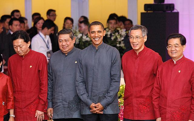 APEC 2016: Nguyên thủ mặc áo len cực hiếm trên thế giới - 9
