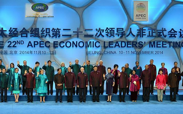 APEC 2016: Nguyên thủ mặc áo len cực hiếm trên thế giới - 10