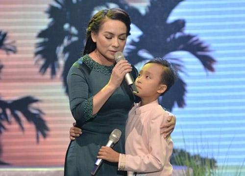 Xúc động nghe mẹ con Hồ Văn Cường hát dân ca - 1