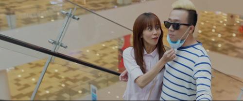 Trấn Thành hôn cô gái không phải Hari trong phim mới - 2