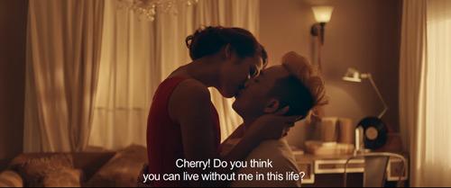 Trấn Thành hôn cô gái không phải Hari trong phim mới - 3
