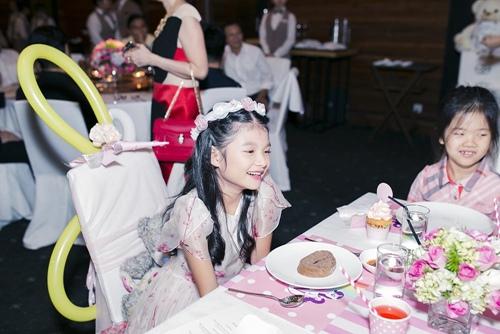 Trương Ngọc Ánh cùng Trần Bảo Sơn mừng sinh nhật con gái - 8