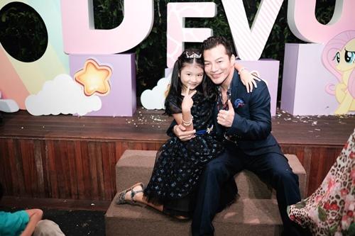 Trương Ngọc Ánh cùng Trần Bảo Sơn mừng sinh nhật con gái - 10