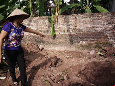 Hiện trường thi thể 2 bé gái bị chôn trong vườn - 3