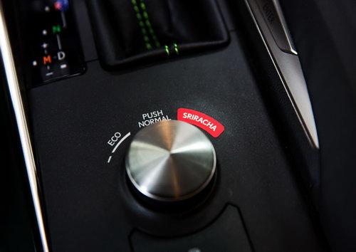 """Lexus IS phiên bản """"tương ớt"""" Sriracha độc nhất vô nhị - 10"""