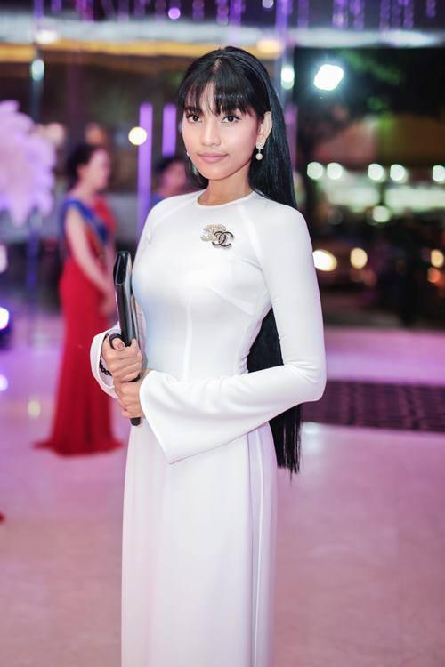 """Trương Thị May rạng rỡ chấm thi """"Hoa hậu giáo viên"""" - 1"""