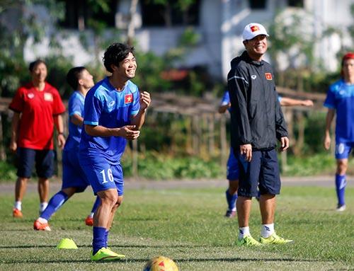 """""""Ronaldo & Messi Việt Nam"""" nỗ lực tìm suất đá chính - 5"""