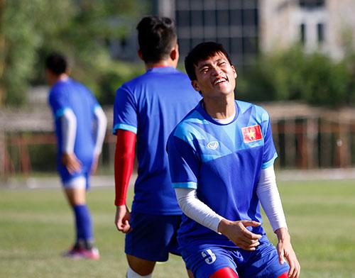"""""""Ronaldo & Messi Việt Nam"""" nỗ lực tìm suất đá chính - 6"""
