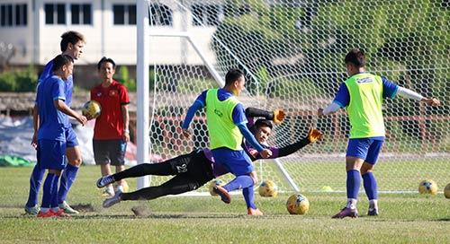 """""""Ronaldo & Messi Việt Nam"""" nỗ lực tìm suất đá chính - 11"""